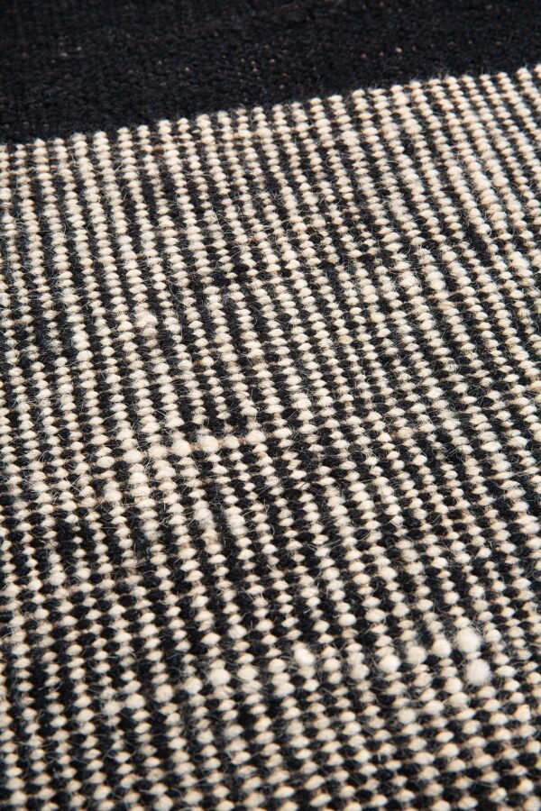 Ethnicraft kilim rug black dots vloerkleed